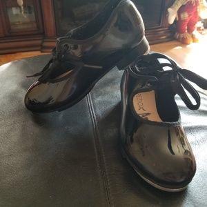 Little girls tap shoes. Size 11 1/2w